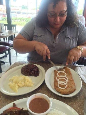 Fern Park, Φλόριντα: Delicioso! Muy buena comida y excellente servicio! Mi esposo pidiò hígado a la italiana y dijo q