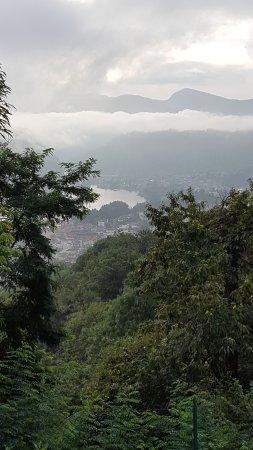 Cadegliano Viconago, Italien: schitterend uitzicht op het meer