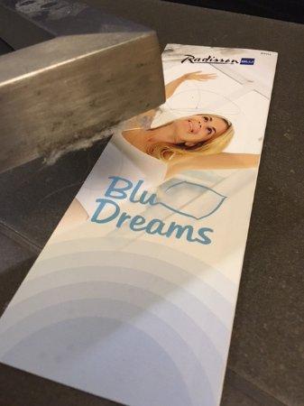 Radisson Blu Hotel, Espoo: More long hairs on the floor