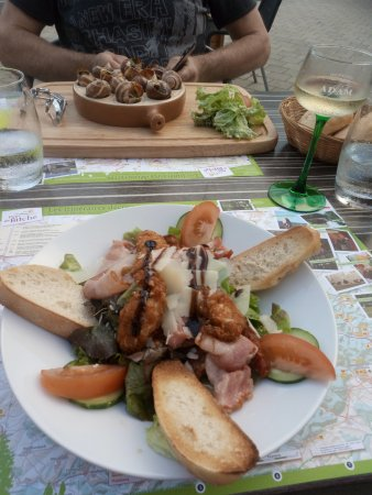 Lorraine, France : op het terras genoten van diner