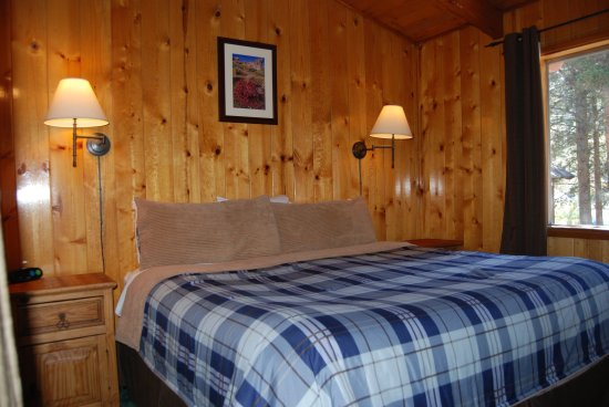 Edelweiss Lodge: Upstairs bedroom - Cabin 8