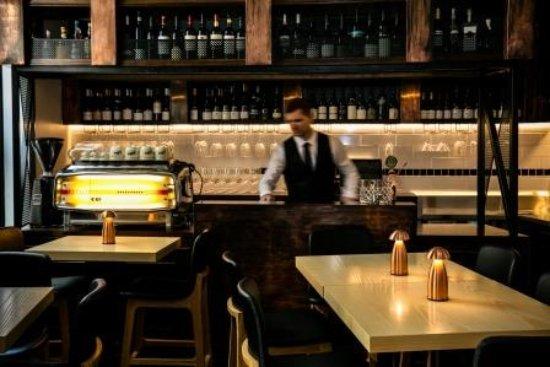O'Connell St Bistro: Bistro bar area