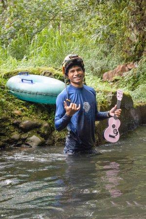 Hanamaulu, Hawaï: Our singing guide VJ!