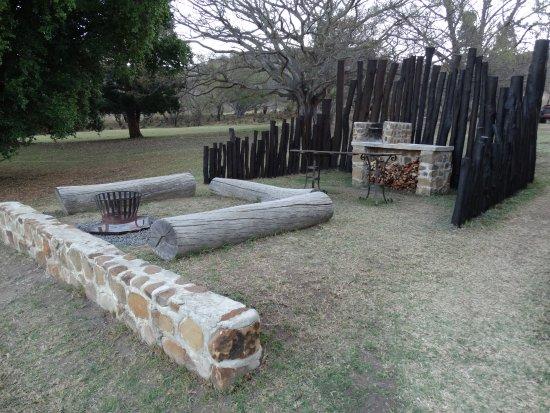 Rorke's Drift, Sudafrica: Braai area and fire pit