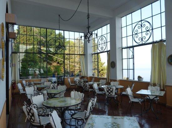 Breakfast view picture of hotel bel soggiorno taormina for Hotel bel soggiorno