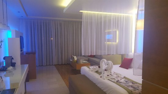 Amathus Elite Suites: 20160828_210907_large.jpg