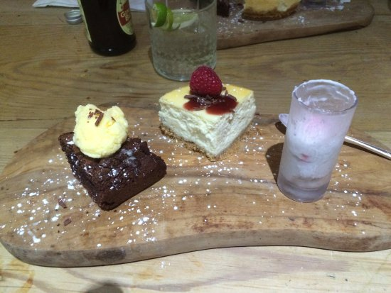 Brackley, UK: Amazing cocktails and lovely mini puddings when you can't decide on which to choose!