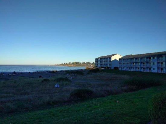 BEST WESTERN PLUS Beachfront Inn: Looking north at sunrise