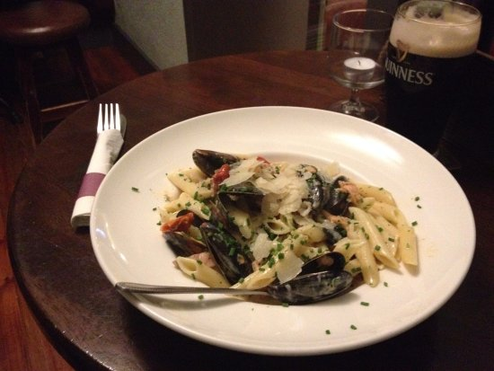 The Tavern Bar & Restaurant: Smoked Salmon and Mussels Pasta