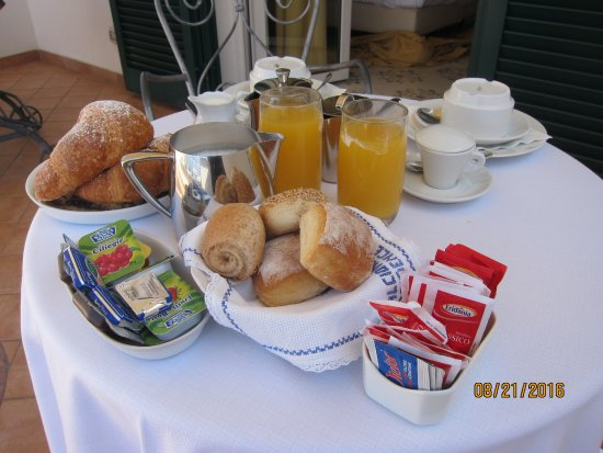 Residence Alcione: Breakfast delivered to room