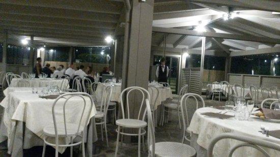 Cenerente, Italië: una delle sale ristorante