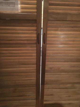Bugabutik: Eso que ni siquiera cierra supuestamente es la puerta del baño