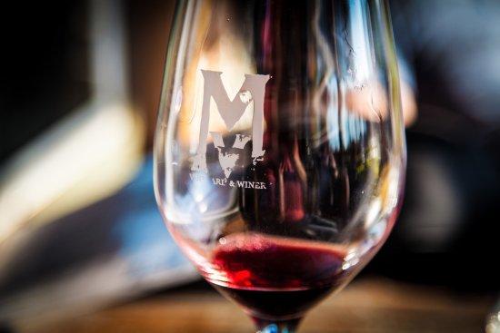 Somerset, CA: We really enjoyed MV Winery!