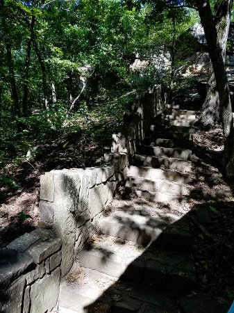Heavener, OK: Rock steps going down into the park