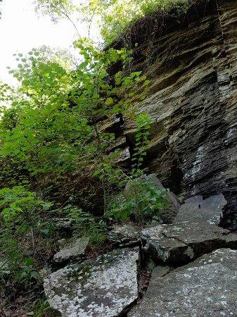 Heavener, OK: Rock wall