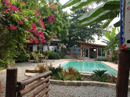 Kokrobite Garden Resort: 20160912_093233_large.jpg