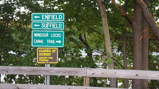 Suffield, CT: Signage