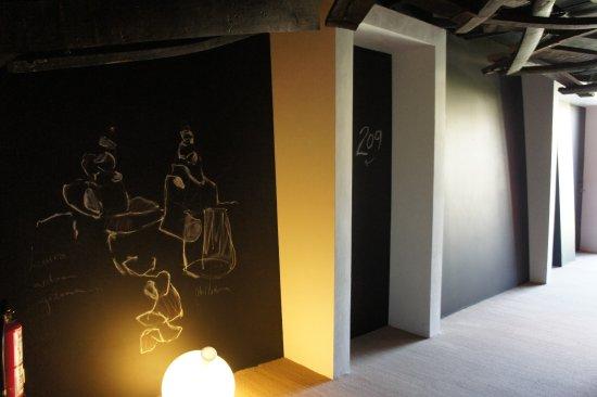 Villabuena de Alava, Испания: Room 209 Entrance and Hallway