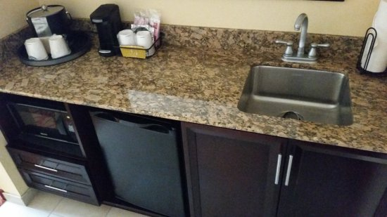 Hampton Inn & Suites Denver Highlands Ranch: The Kitchenette from Upgraded Room Augustus Provided Me after My Comment