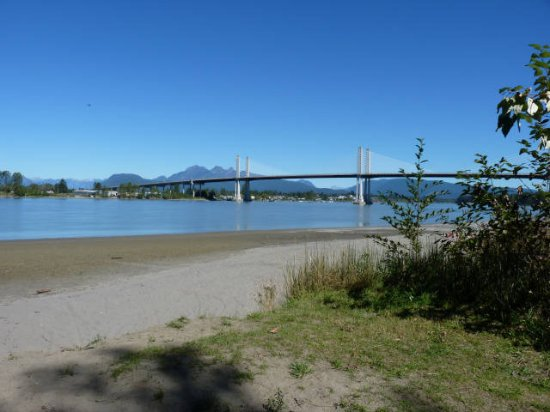Surrey, Canadá: In the shadow of the Golden Ears Bridge