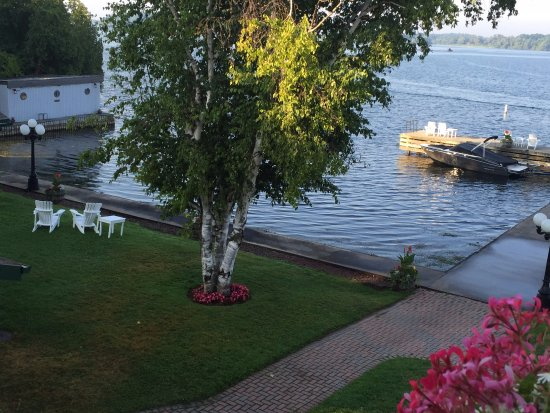 The Gananoque Inn and Spa: If you are travelling with a small boat, you can launch just near the hotel.