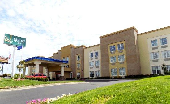 Allen Park, MI: Hotel Front Entrance