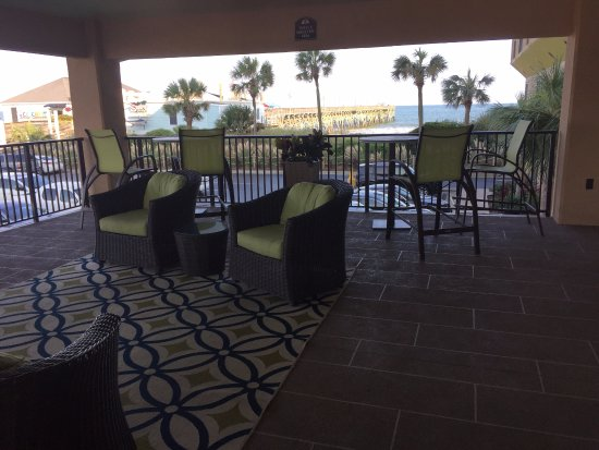 Surfside Beach Resort: The covered patio where we had coffee every morning, and loved it