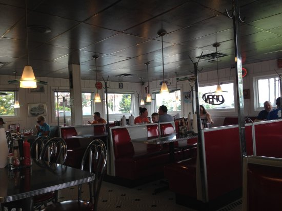 Don's Drive-In diner decor