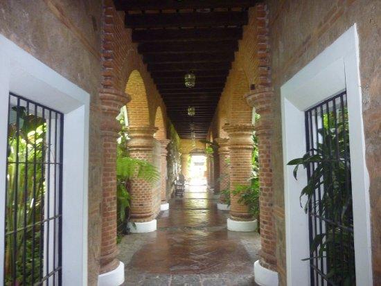 Porta Hotel Antigua: Pasillo del hotel