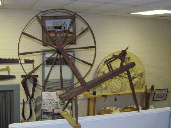 Winder, GA: Spinning Wheel