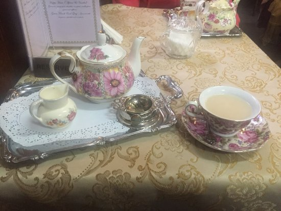 Ulverstone, Australia: Devonshire tea And cake in a most regal setting. Old world crockery, turn of the century  furnit