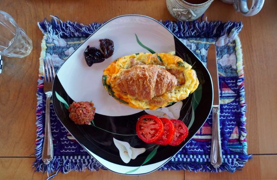 SeaQuest Inn Bed & Breakfast: Delicious Baked/Stuffed Croissant!