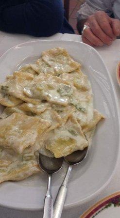 Moie di Maiolati, Italia: ravioli alla crema d asparagi