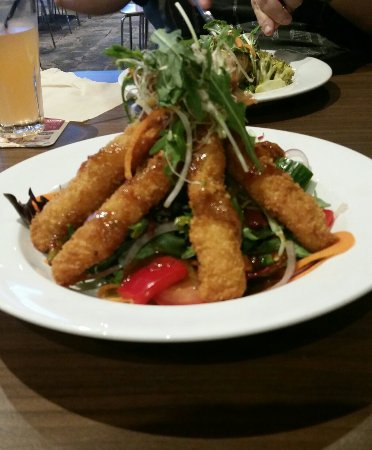 Dapto, Australia: skull island torpedo panko prawns w asian salad and nim jam dressing