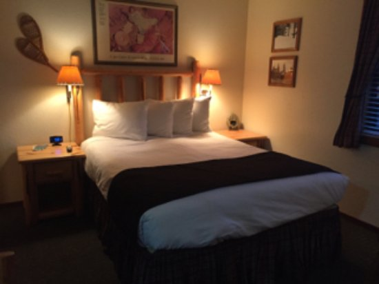 Franciscan Lakeside Lodge: charming, cozy room