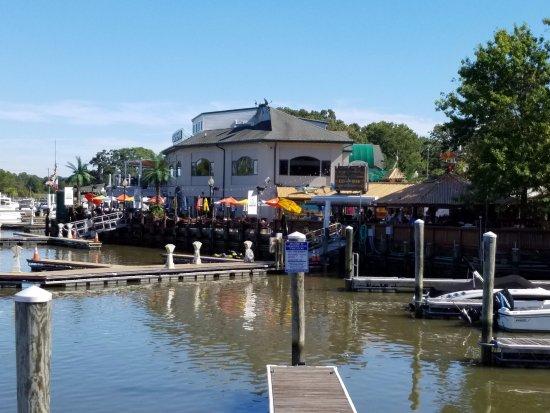 Chesapeake City, Мэриленд: View from across the dock.