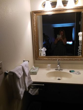 Brainerd, MN: The vanity and towels provided.