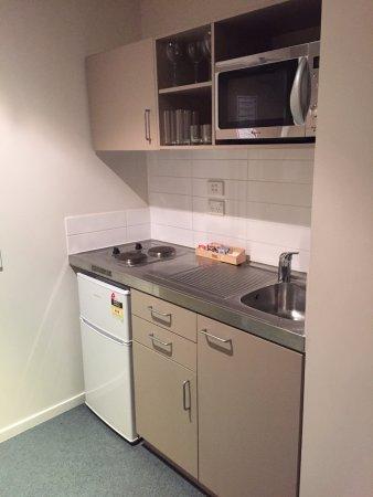Waldorf Tetra Serviced Apartments: Kitchen