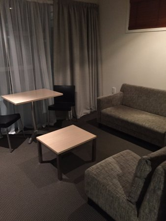 Waldorf Tetra Serviced Apartments: Living/Dining Room