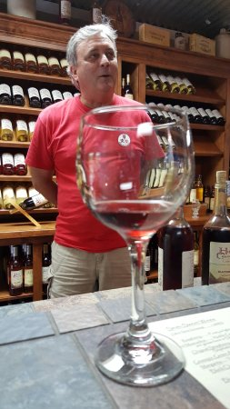Heflin, AL: Always willing to tell about the wonderful wines they offer