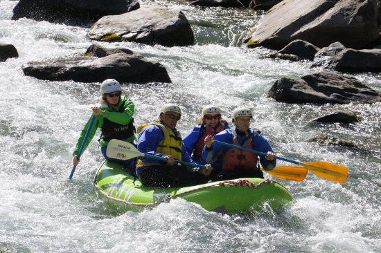 Gallatin Gateway, MT: Guide led whitewater rafting down the Gallatin River