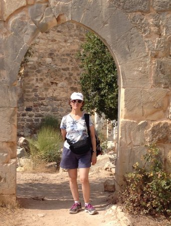 Galilee, İsrail: Under one of the arches near Montfort castle