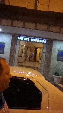 Hotel Carioca: Frente o hotel de dez andares, rol de entrada.