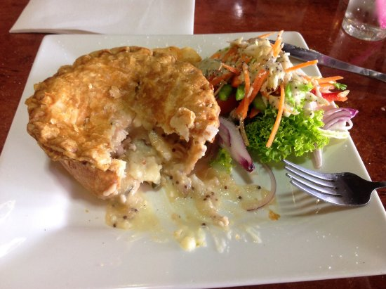 Wodonga, Australia: Chicken and Ham pie beautiful pastry lovely and flaky and light.