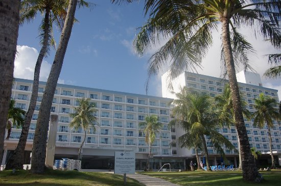 Fiesta Resort Guam: ビーチからのホテル