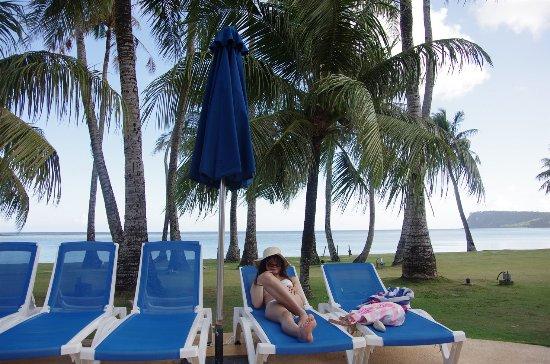 Fiesta Resort Guam: プールサイド