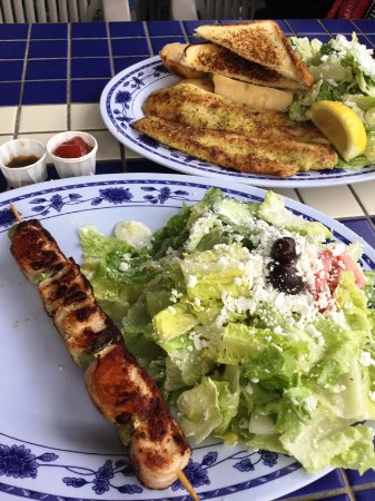 Gimli, Canada : Souvlaki and pickerel with Greek salad