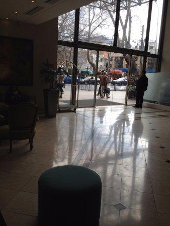 Hotel Neruda: hall de ingreso
