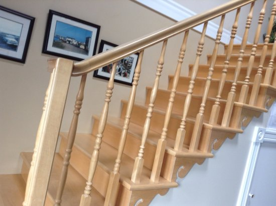 Jeannie's Sunrise Bed & Breakfast: Stairs to the upstairs rooms