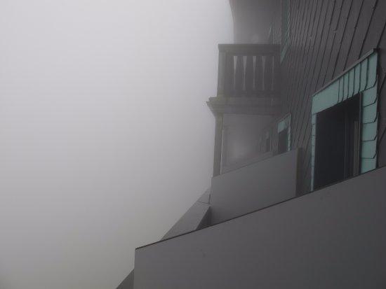Schafbergspitze Hotel: nebbia mattutina